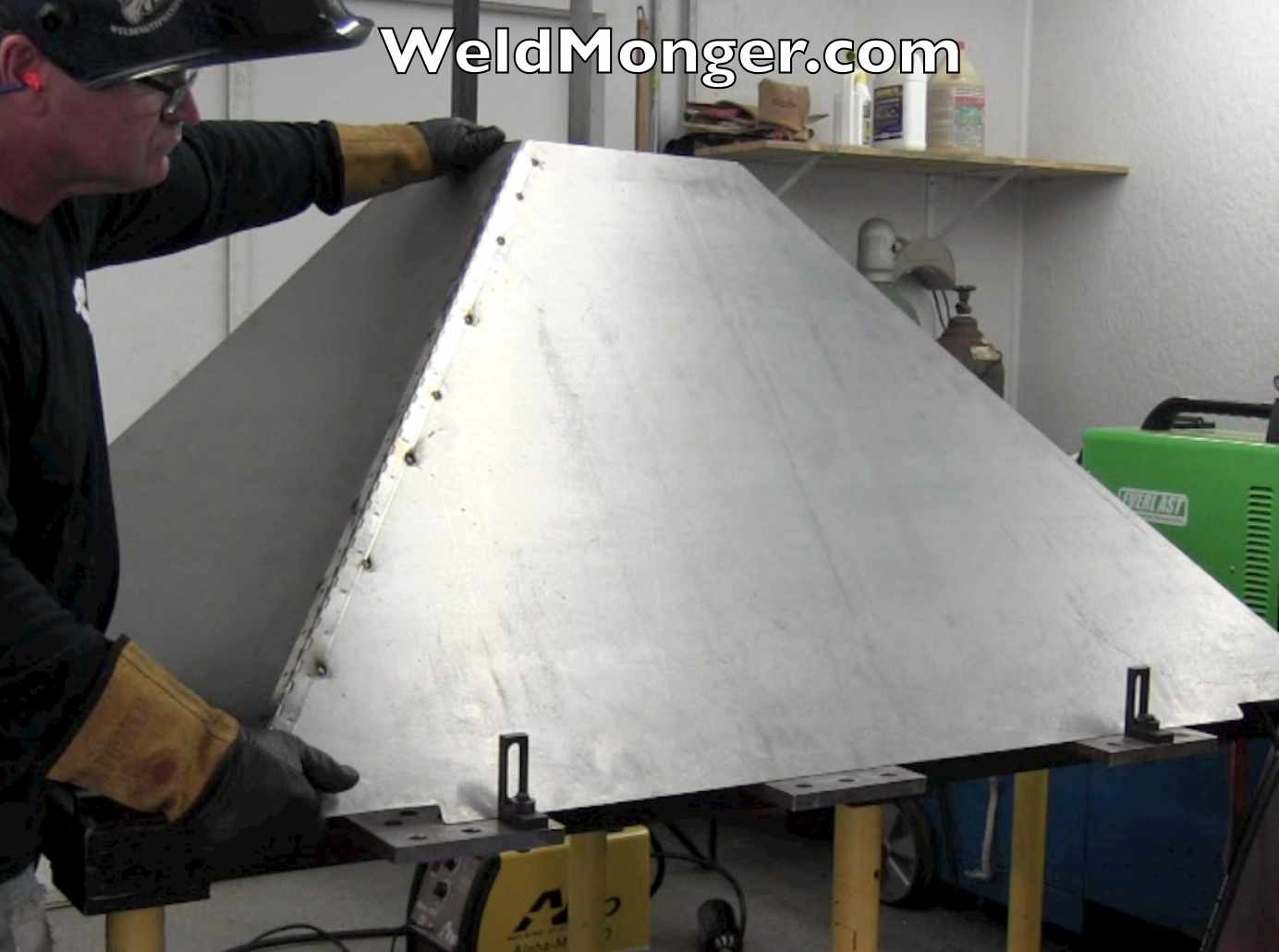 Plasmacam downdraft chute for Plan fabrication table
