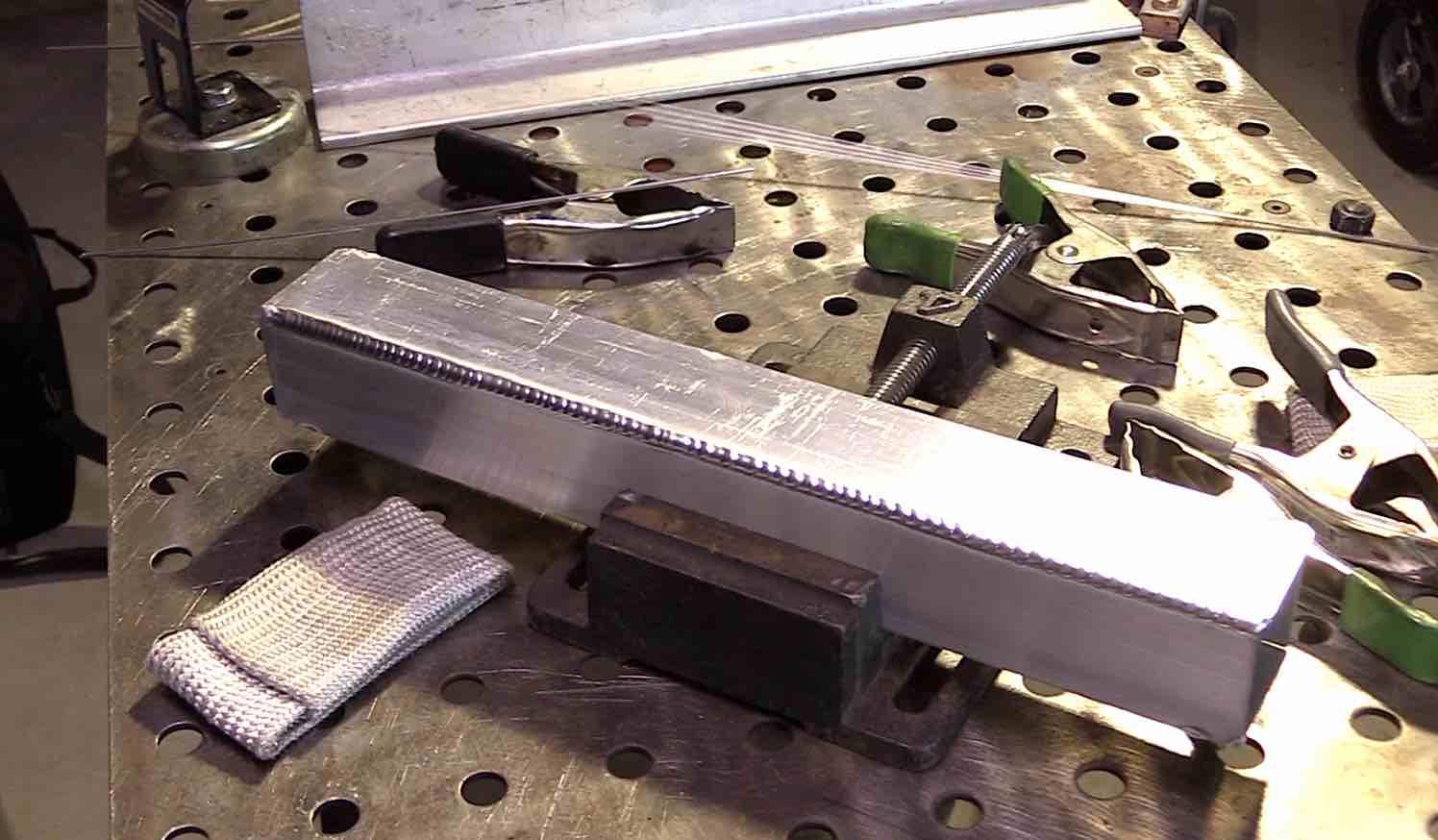 2F aluminum fillet corner
